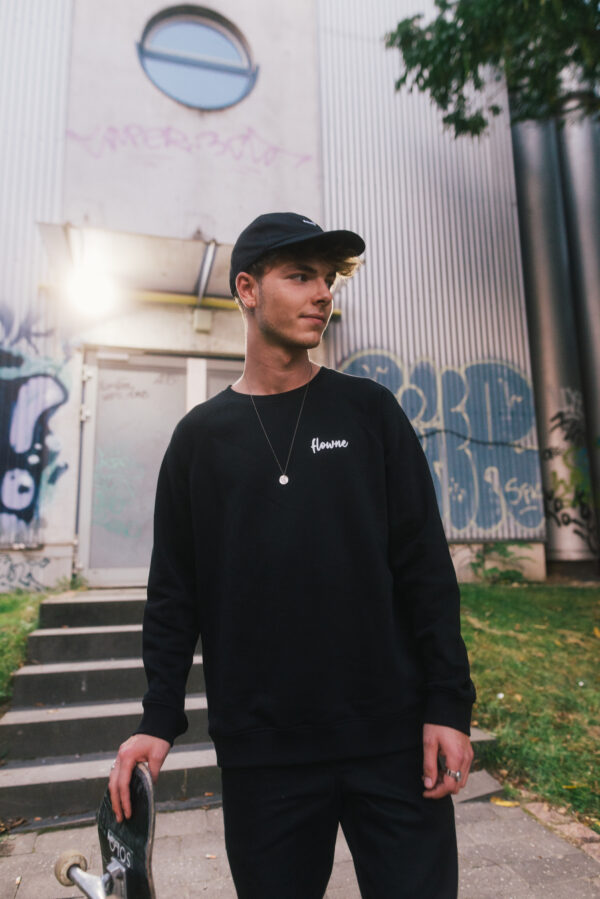 classic sweater & simple cap black