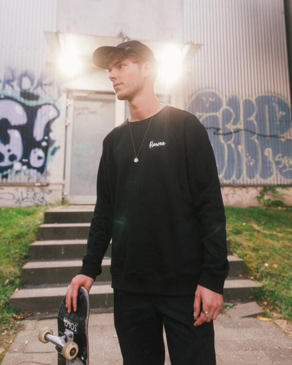 classic sweater black & simple cap black